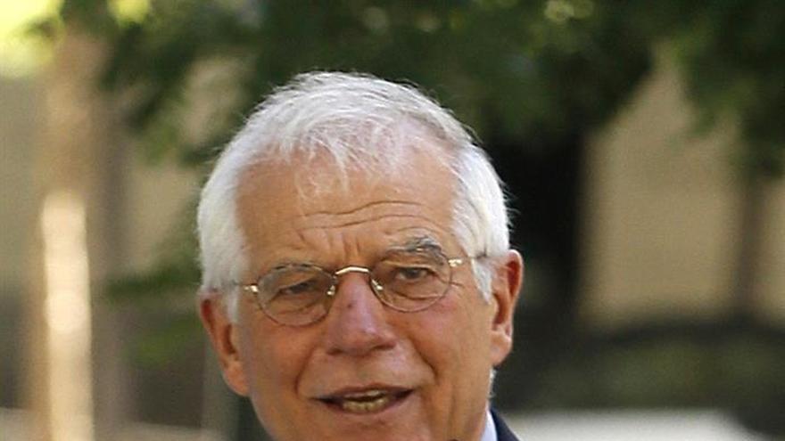 Borrell dice que no estaba en el consejo de Abengoa que aprobó indemnizaciones millonarias
