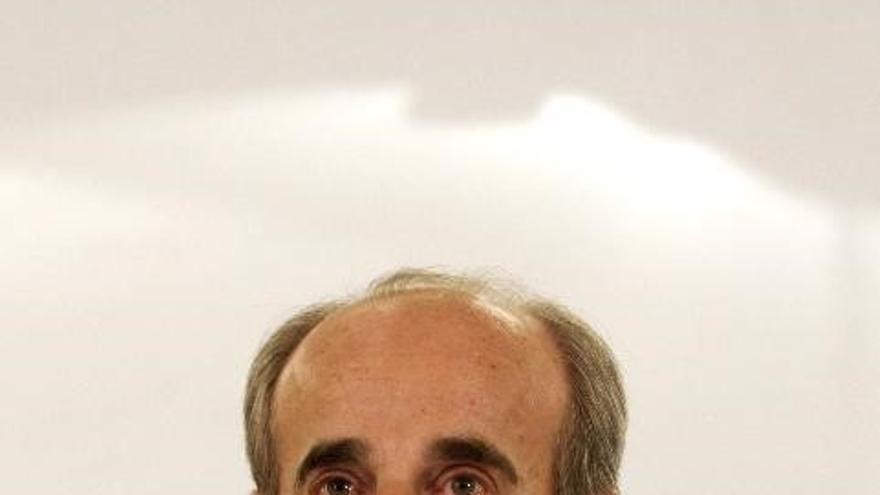 El fundador de ONO escapa de un intento de agresión en Albania, donde un hostelero se encaramó a su coche