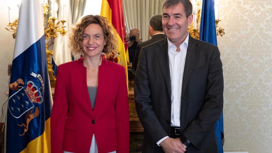 La ministra de Política Territorial y Función Pública, Meritxell Batet, y el presidente del Ejecutivo regional, Fernando Clavijo.