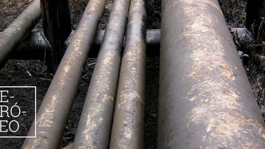 Tuberías de petróleo en las selvas del Amazonas.