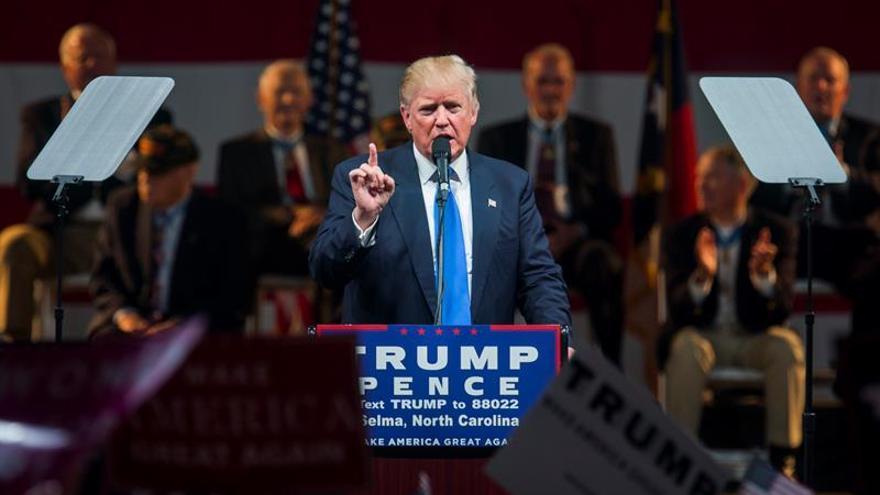 Agentes del Servicio Secreto de EE.UU. sacan a Trump del escenario en un mitin