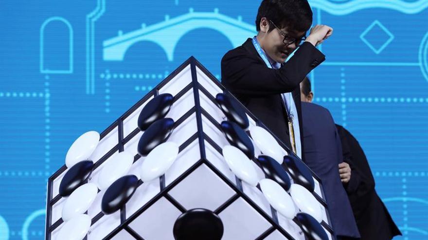AlphaGo derrota al mejor jugador de go mundial en el primer duelo entre ambos