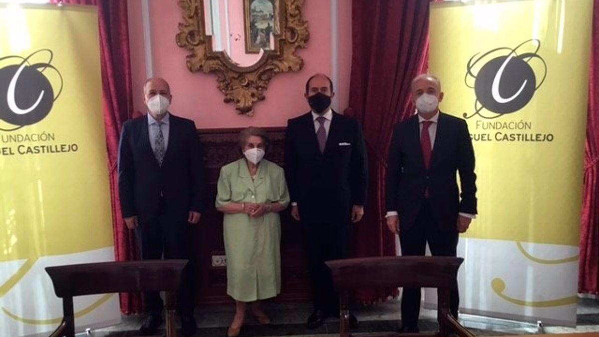 Responsables de Banco Santander, Fundación Miguel Castillejo, Uceif y Santi, tras la firma del acuerdo en Córdoba.