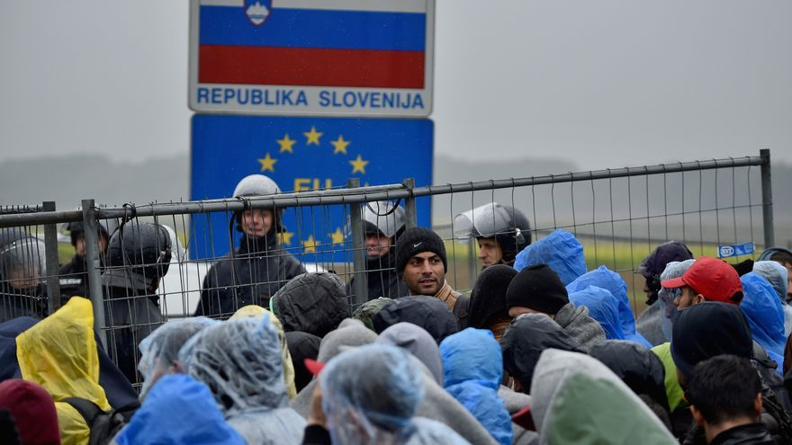 Migrantes en la frontera entre Croacia y Eslovenia © Photo by Jeff J Mitchell/Getty Images