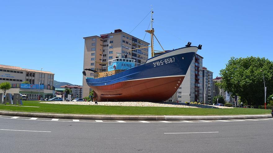 Barco Alfageme en una rotonda de Coia (Vigo)