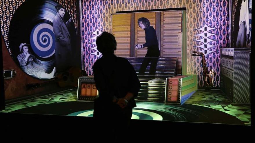 Más de 300 objetos trazan la vida de David Bowie en exposición en Barcelona