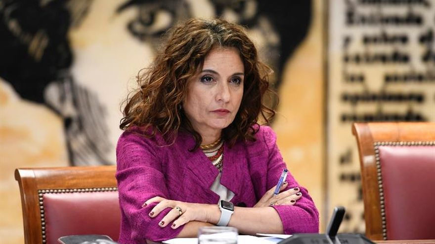 Montero dice que el impuesto de transacciones financiará la Seguridad Social