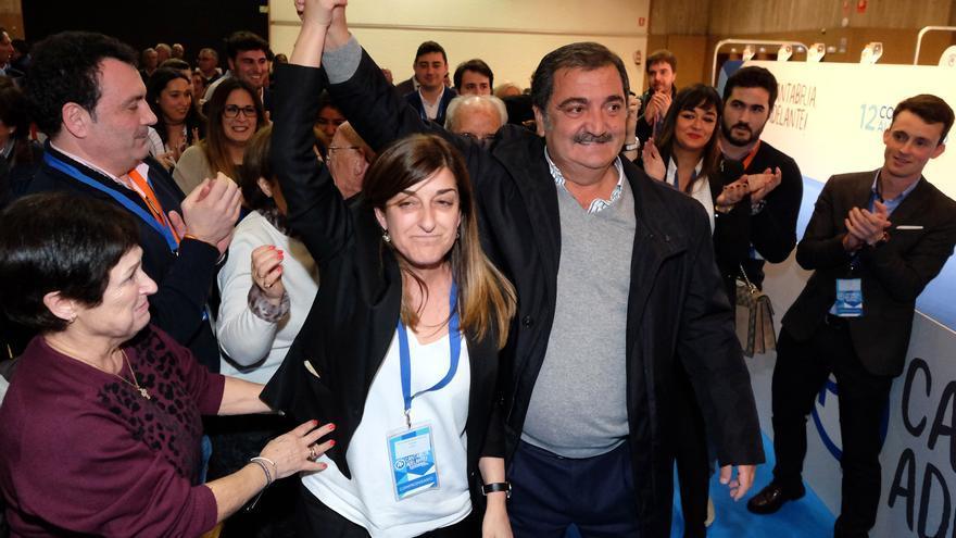 Piñeiro y Buruaga en el Congreso Regional del PP de Cantabria.