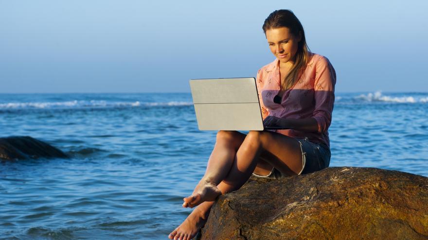 """Trabajar en vacaciones no es sacrificarse para no perder el puesto, sino hacer """"trabacaciones"""" / Pexels"""