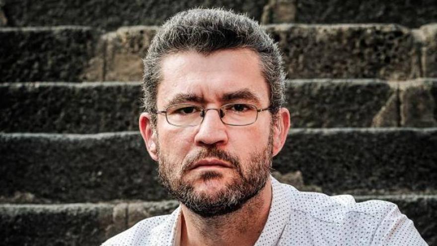 El escritor tinerfeño Roberto A. Cabrera