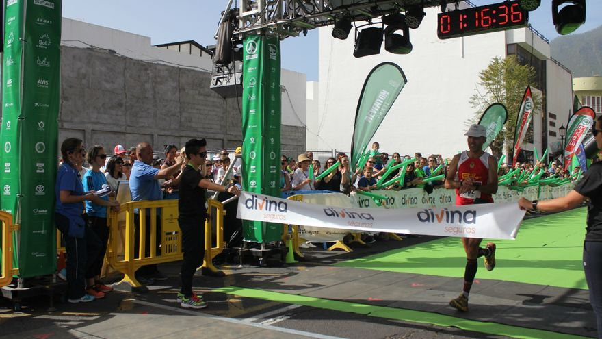 El corredor palmero Víctor Concepción a su llegada a meta.