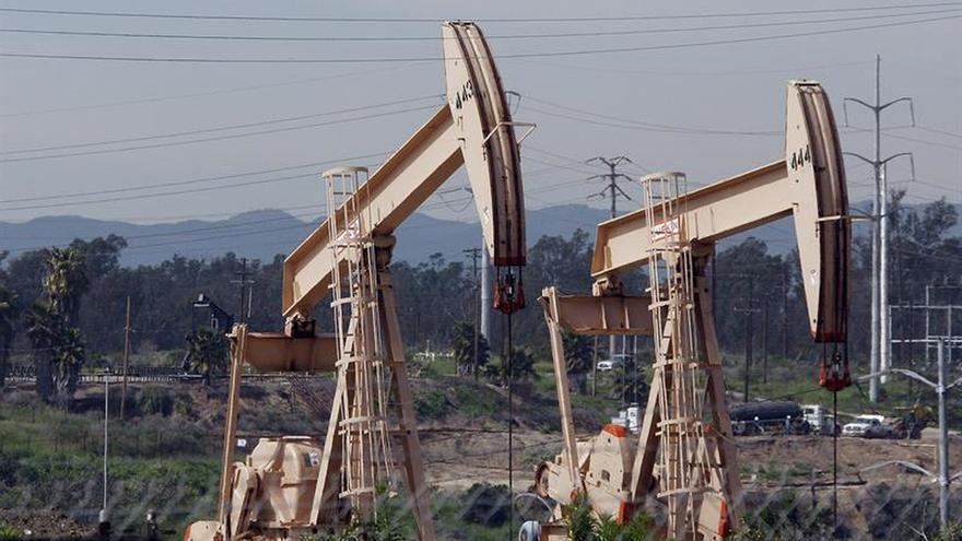 El petróleo de Texas abre con un descenso del 1,68 % hasta 50,44 dólares