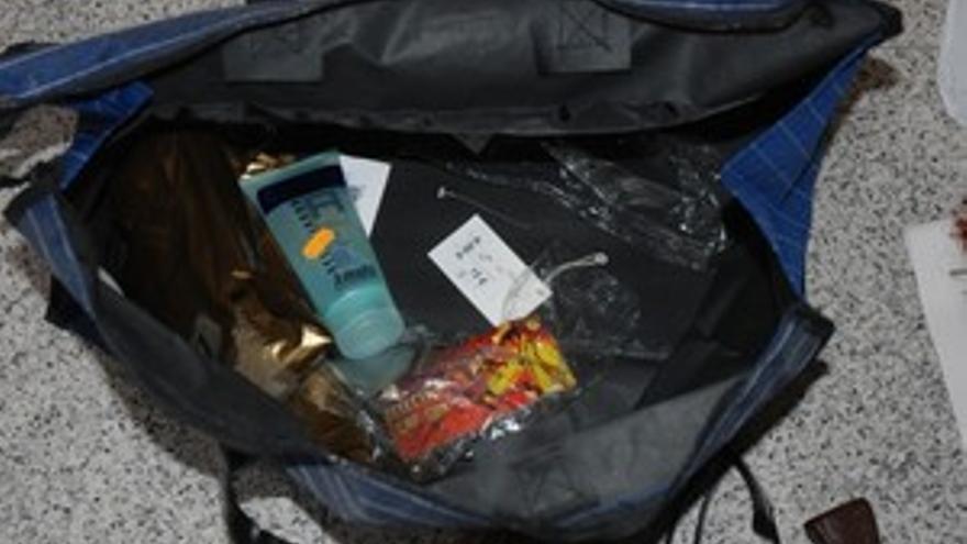 Complementos adquiridos por el detenido para disimular su identidad.(ACN PRESS)
