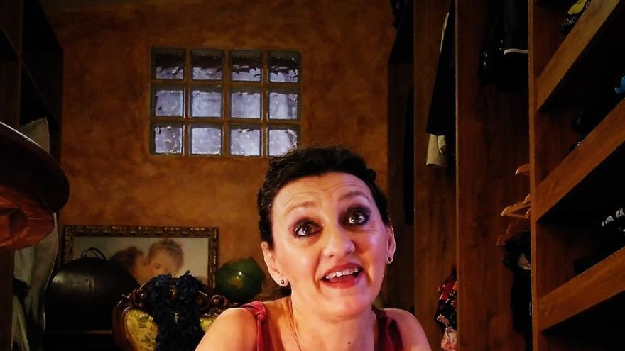 Esperanza Clares de la compañía Alquibla Teatro en 'Llévame contigo. Concierto para una mujer sola'