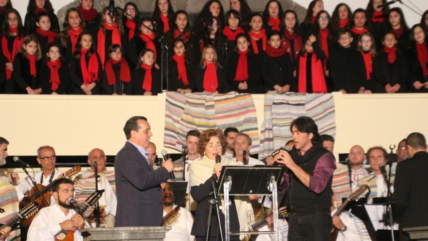 Intervención del Coro de la Escuela Insular de Música con Olga Ramos. Foto: JOSÉ AYUT.
