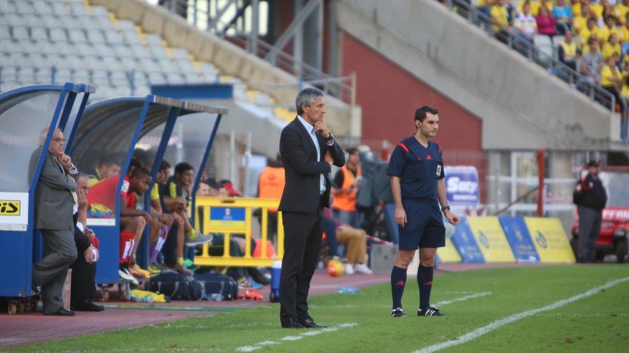 Quique Setién durante el partido de la jornada 9º de la Liga de Primera División en el Estadio de Gran Canaria.
