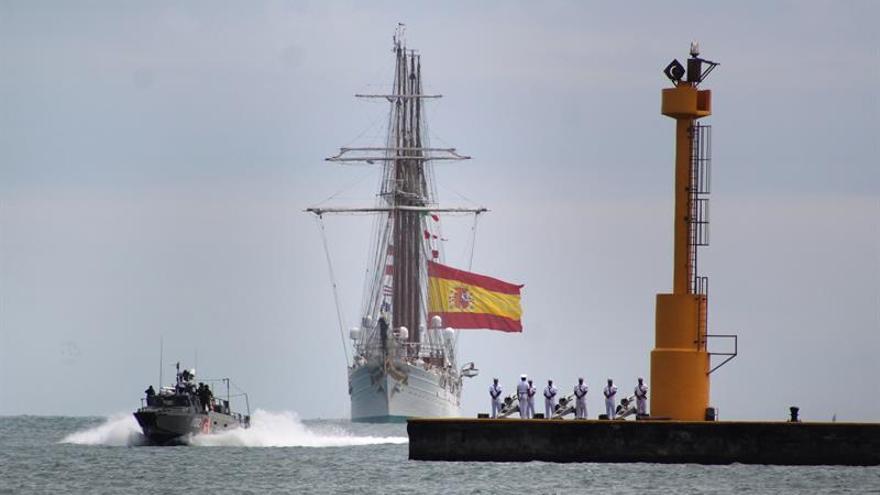 Buque español Juan Sebastián Elcano atraca en el puerto mexicano de Veracruz