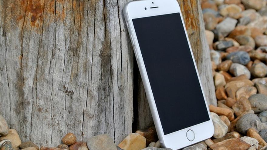 Que no te engañen: nadie puede cargar tu móvil con energía solar (de ...