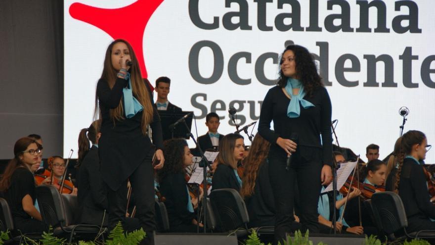 El concierto también contó con cantantes juveniles