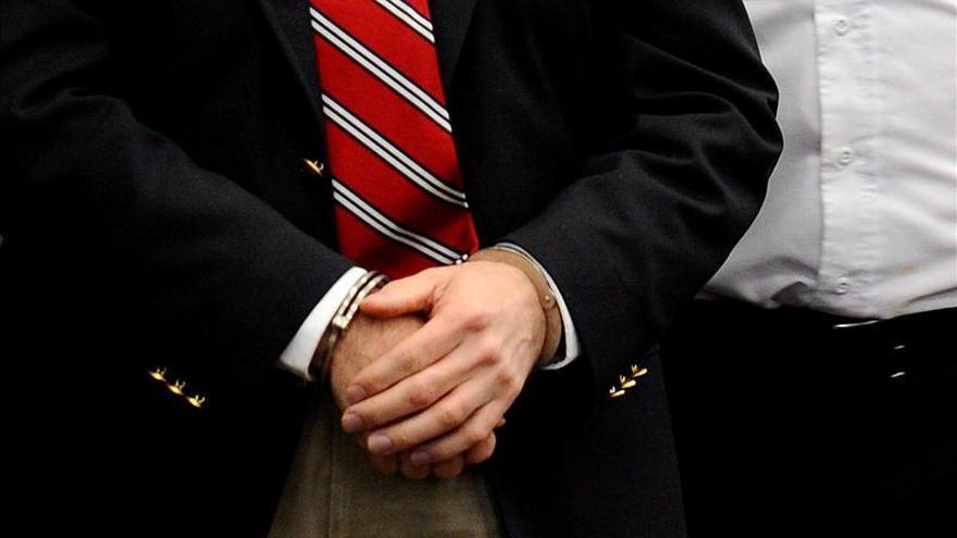 Exdirector programa oficial investigado por corrupción se entrega en Panamá