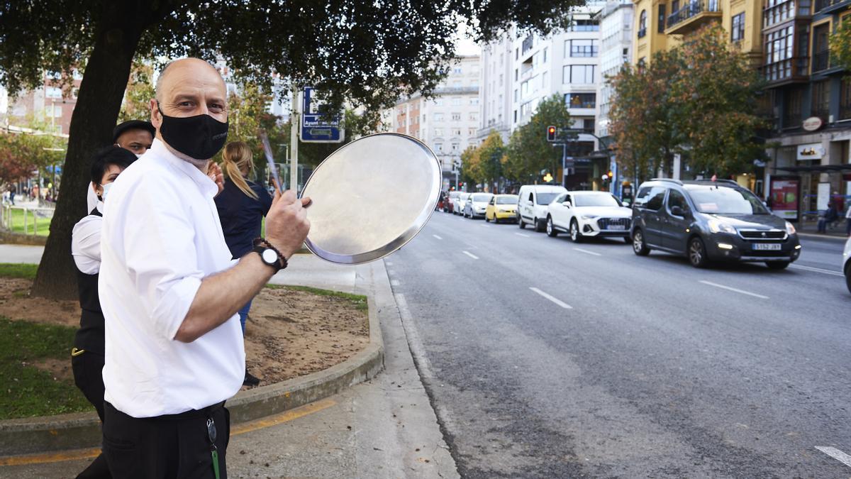 Protesta del sector de la hostelería ante las restricciones por la COVID en Santander.