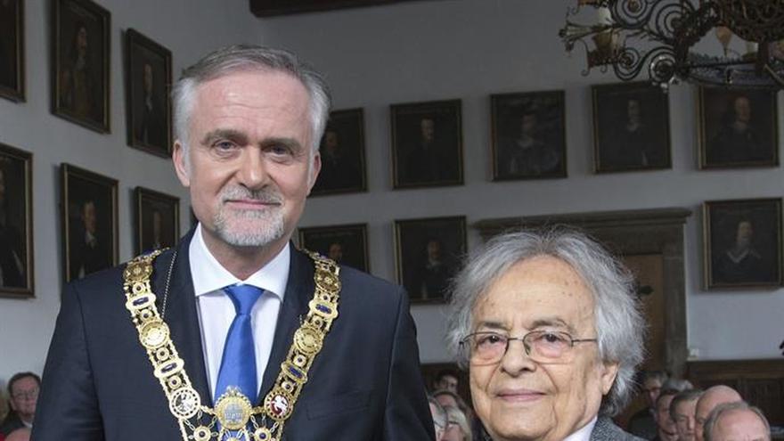 Adonis recibe en Alemania el Premio Remarque en medio de polémica por la guerra de Siria