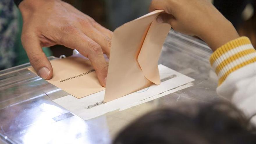 En Tenerife se ha registrado una menor participación que en la última cita electoral de 2011.