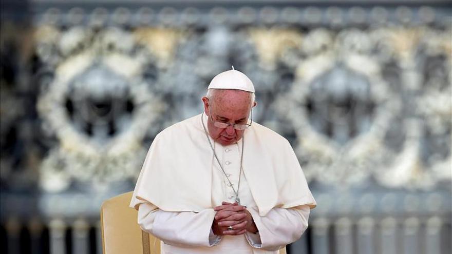 El papa dice que los padres que sacan tiempo para sus hijos merecen el Nobel