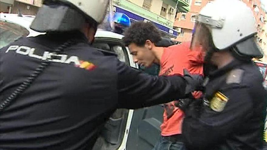 Dos detenidos al tratar de evitar el desahucio de una familia cubana en Alicante
