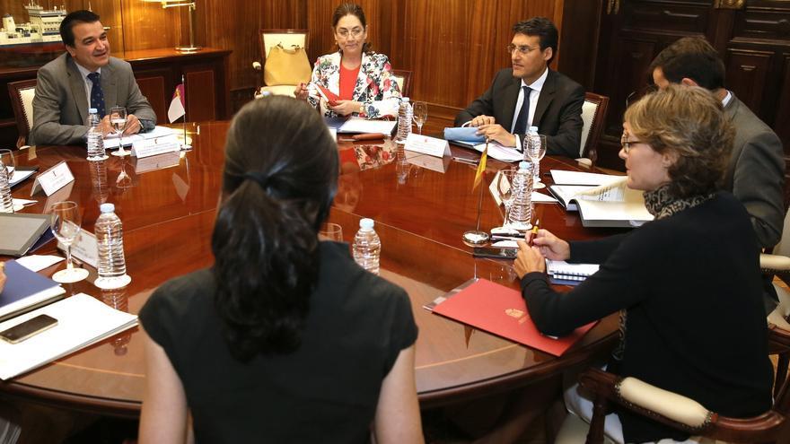 Reunión entre el consejero de Agricultura y la ministra del ramo en Madrid / JCCM