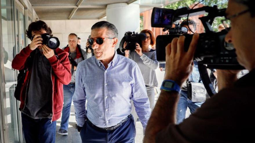 """El expiloto y empresario Jorge Martínez """"Aspar"""" a su llegada a la Ciudad de la Justicia de Valencia"""