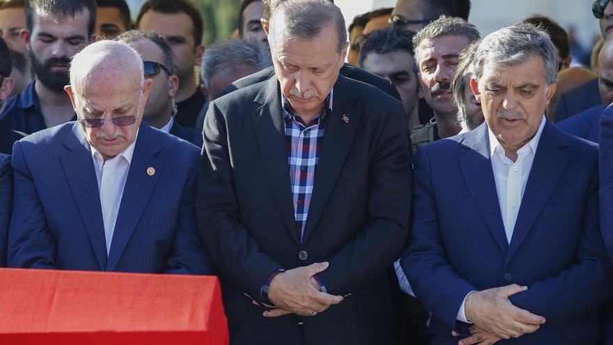 Erdogan durante una de los funerales por las víctimas del golpe de Estado en Turquía.