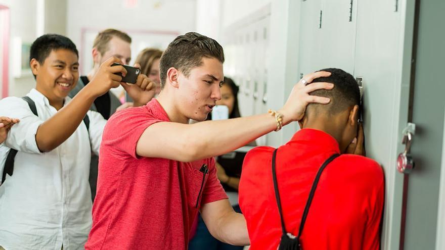 Con las nuevas tecnologías, el acoso escolar traspasa las barreras del centro educativo.