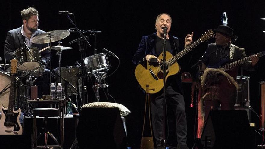 Paul Simon regresa a los escenarios españoles con un concierto cautivador