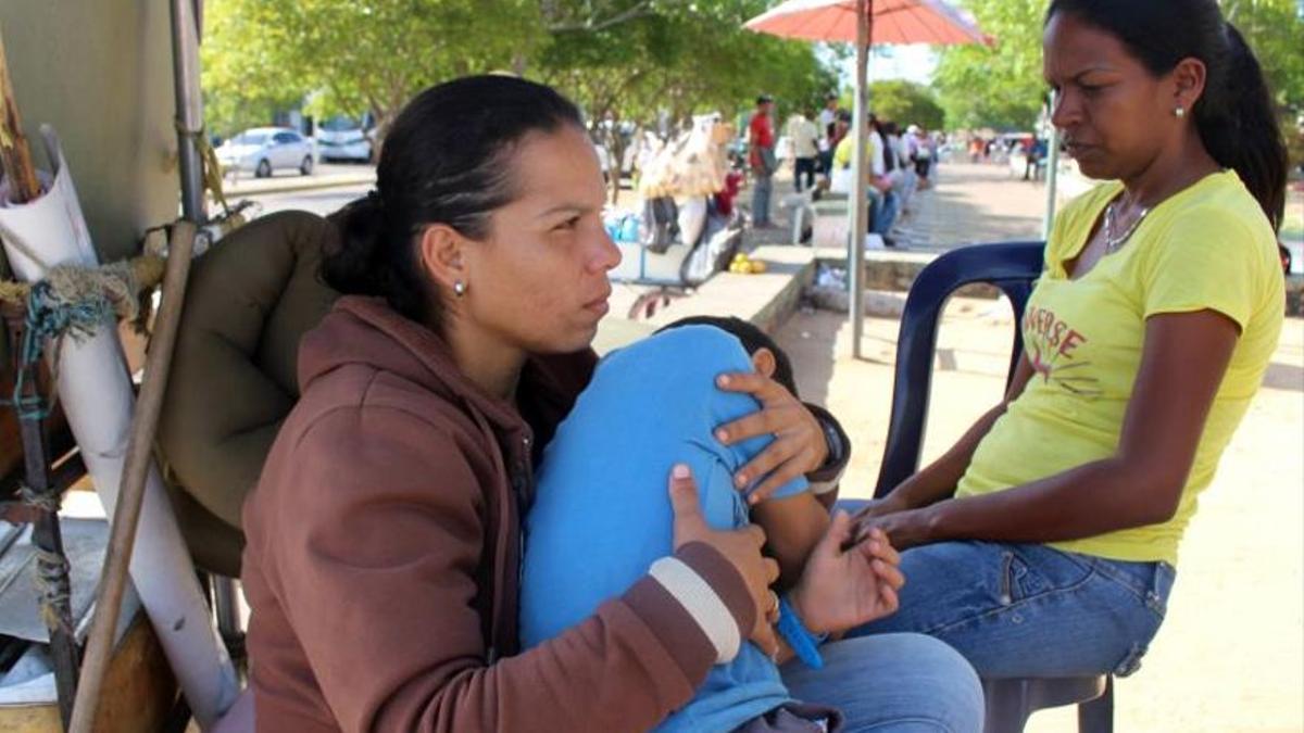 Dos ciudadanas venezolanasque salieron de su país en busca de mejorar su condición económica y se instalaron en La Guajira, Colombia.