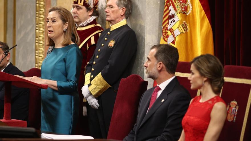 Ana Pastor llama a los diputados a mirarse en el espejo de los constituyentes y en su patriotismo por encima de siglas