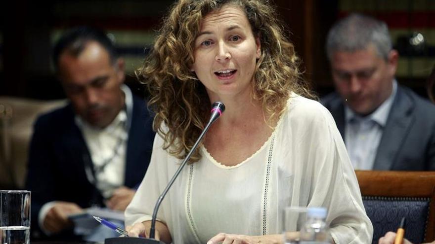 La consejera Onelia Chacón durante la comisión parlamentaria / Cristóbal García, Efe