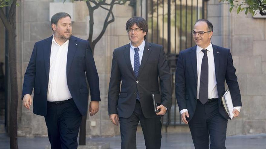 Junqueras, Puigdemont i Turull, a l'entrada de la reunió del Consell Executiu d'aquest dimarts