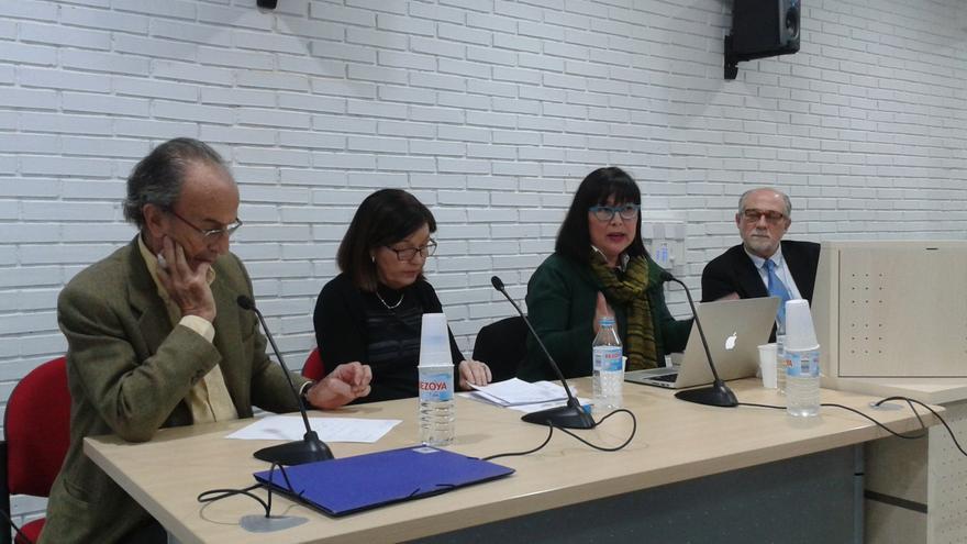 Los profesionales médicos Javier Martínez Salmeán, Eudoxia Gay, Pilar Martínez Ten y Santiago Dexeus, de drcha. a izqda.