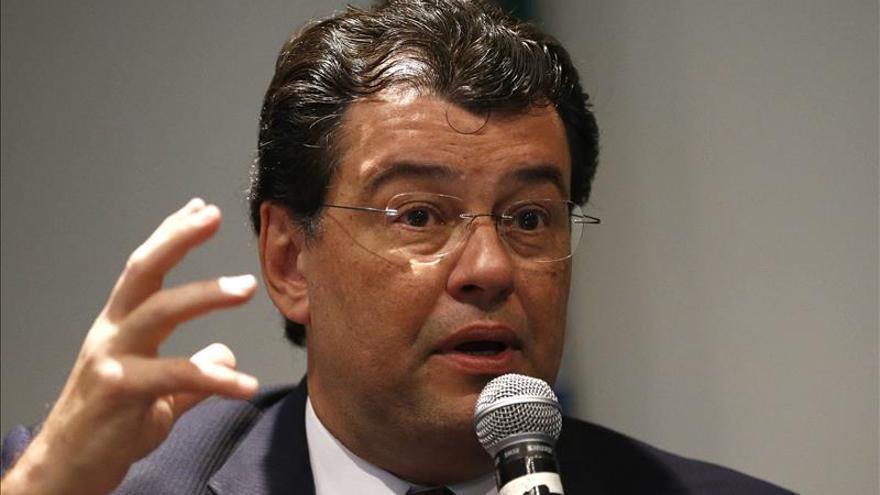 """Ministro minimiza rebaja de la nota de Petrobras y dice que """"lo peor ya pasó"""""""