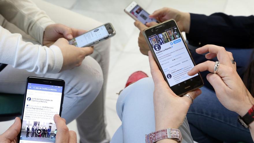 Los españoles cambiaron más de compañía de telefonía o Internet que de electricidad o gas en 2017, según CNMC