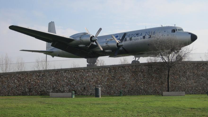 El 'avión cultural' lleva cinco años instalado y sin uso.