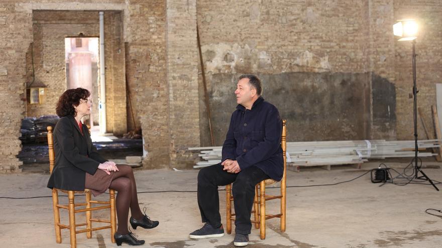 Salut Alcover entrevista 'en confiança' Vicent Todolí a la seu de Bombas Gens a València