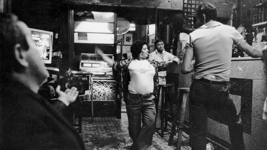 Interior del bar Olvido del Raval en el 79.