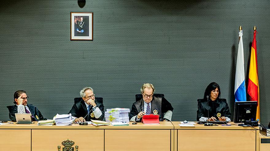 Magistrados de la Audiencia Provincial que ratificaron el cierre cautelar de Stratvs.