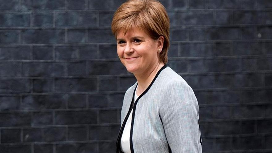 """Sturgeon acusa a May de no buscar un acuerdo duradero para el """"brexit"""""""