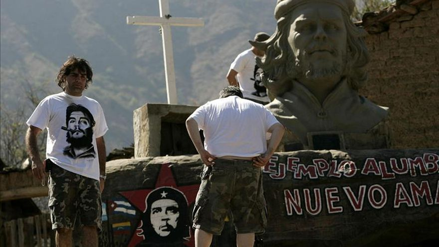 Hermano de Che Guevara visitará aldea boliviana donde murió el revolucionario