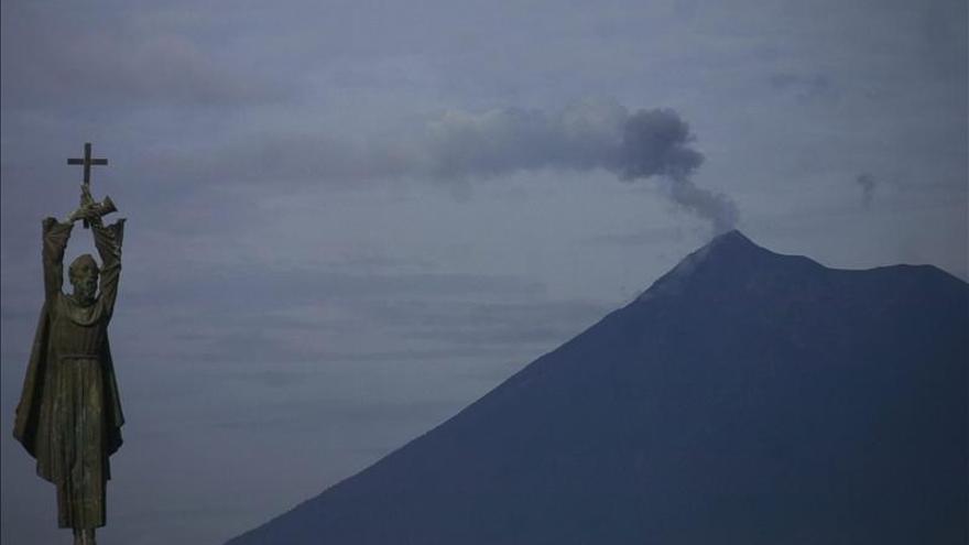 Alerta preventiva en Guatemala al entrar el volcán Pacaya en fuerte erupción