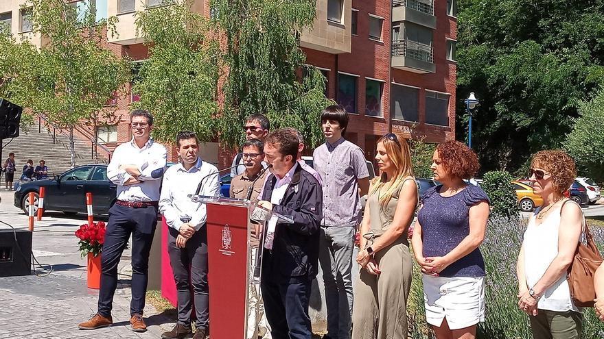 Ermua homenajea a Miguel Ángel Blanco y Sotero Mazo, asesinados por ETA, con la presencia de todos los grupos políticos