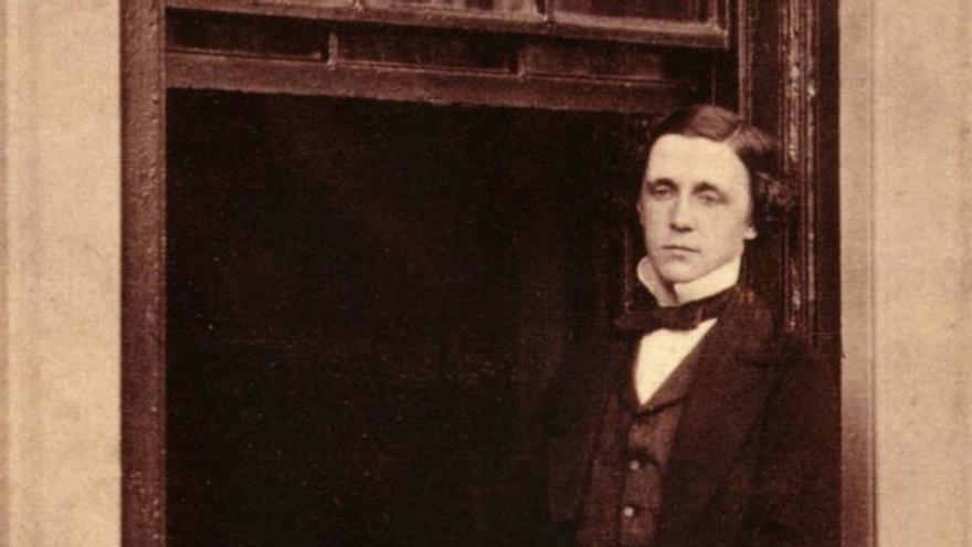 1 Lewis Carroll - adoc-photos; Corbis.